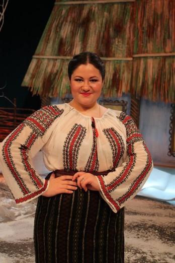 """Diana Vieru:  """"De datoria noastră este să respectăm și să promovăm muzica noastră tradițională. Cântați și ascultați românește !"""""""
