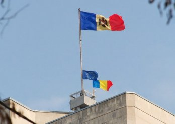 (video) În atenţia Comisiei de anchetare a evenimentelor din 7 aprilie: Imagini privind arborarea Tricolorului
