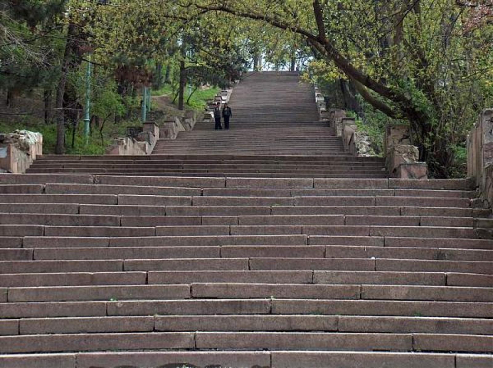 """19 milioane de lei pentru reconstrucția scărilor parcului """"Valea Morilor"""", oferite de autoritățile de la București. Ce cheltuieli își asumă Primăria Chişinău"""