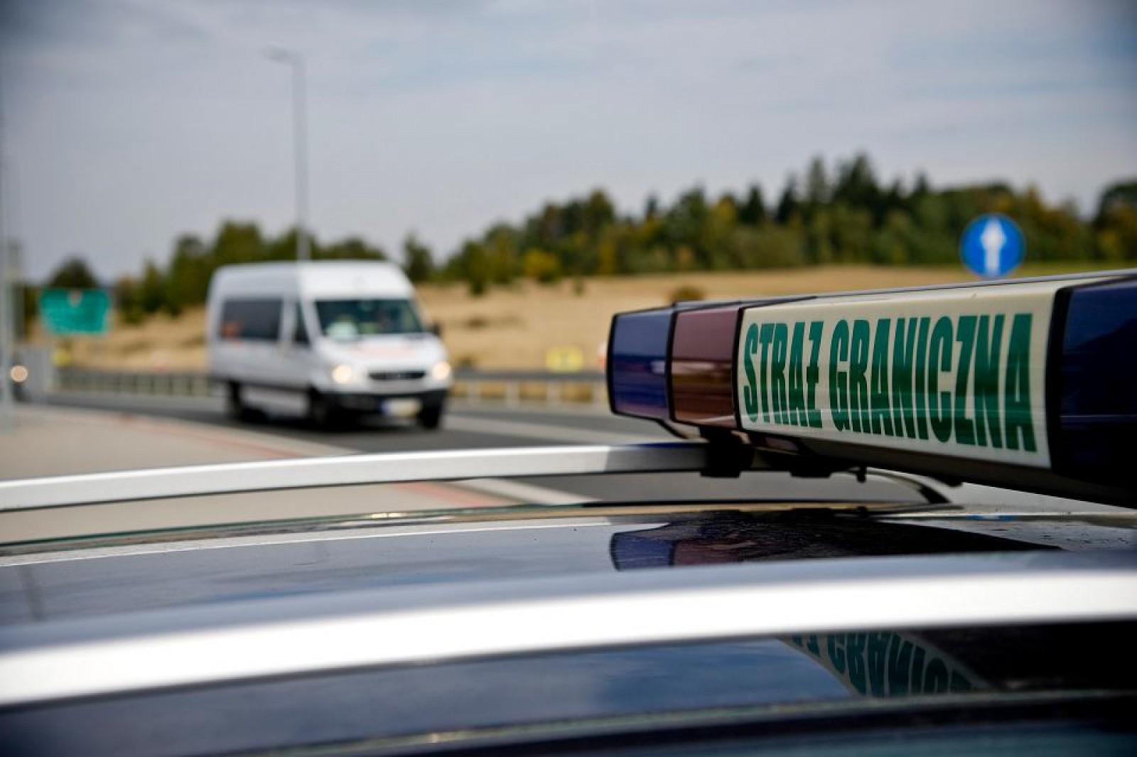 20 de moldoveni într-un microbuz cu 7 locuri. Captură neverosimilă a polițiștilor de frontieră polonez!