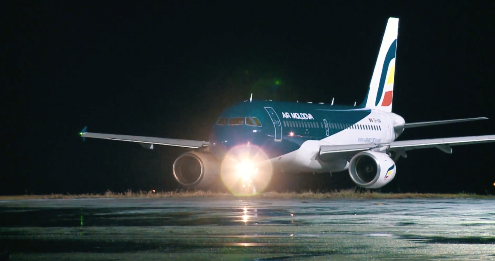 """25 de ani de """"Air Moldova"""": O surpriză inedită pentru pasageri alături de """"Zdob și Zdub""""!"""