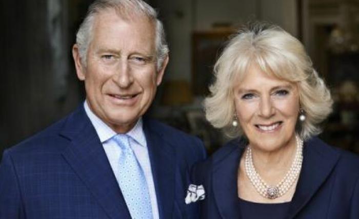 Împlinirea vârstei de 70 de ani de către soția prințului Charles, marcată prin publicarea unui portret al cuplului