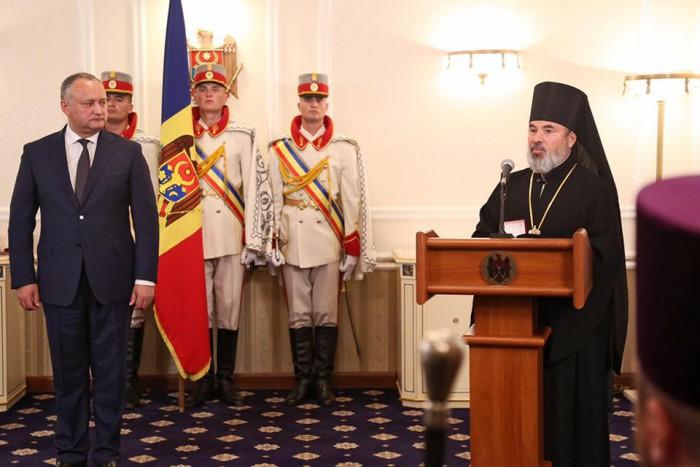 Și iarăși înconjurat de preoți: Igor Dodon a decorat cu distincții de stat 16 slujitori ai bisericii; Episcopului Marchel se numără printre ei
