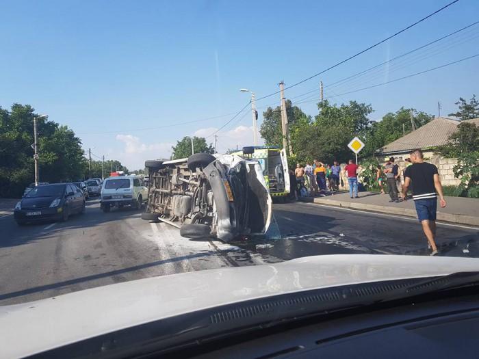 (foto) Accidentul de la Peresecina: 12 persoane, spitalizate