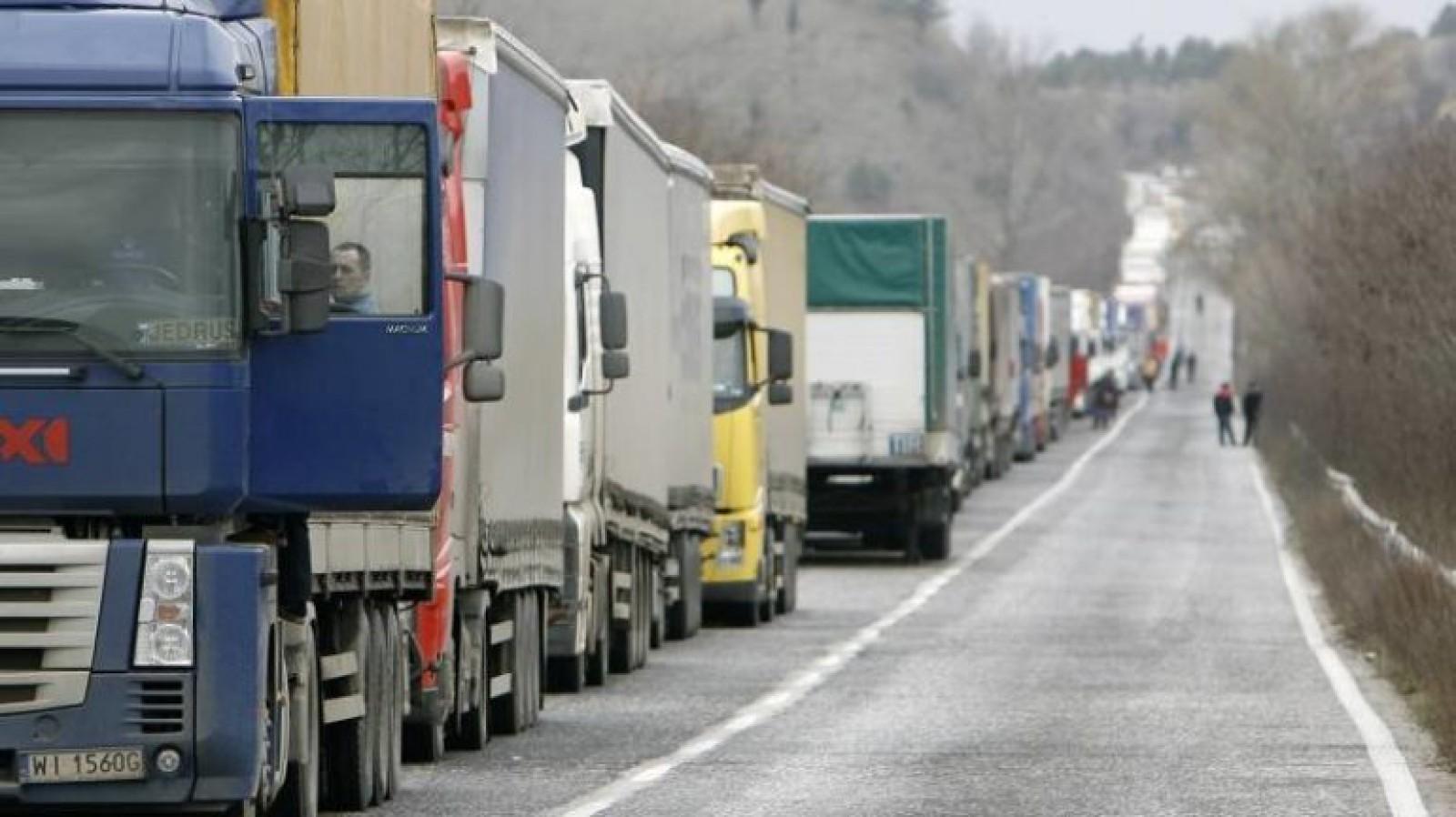 Acțiuni ample de monitorizare și control pentru șoferii de camioane: În afară de drum, sunt afectate şi locuinţele oamenilor