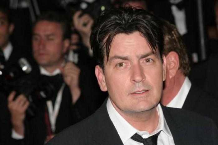 Actorul Charlie Sheen, acuzat că a violat un minor în urmă cu trei decenii
