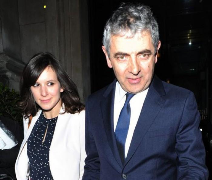Actorul Rowan Atkinson, cunoscut pentru rolurile lui Mr Bean, va deveni tată la 62 de ani