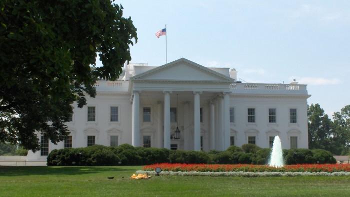 Alertă la Casa Albă. Un şofer a condus până la un punct de control şi a anunţat că are o bombă în vehicul