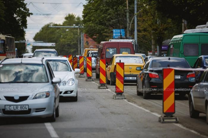 Ambuteiaje și șoferi agitați. Cum se circulă la această oră în Chișinău