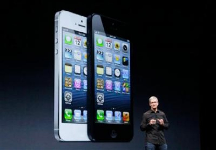 Apple a dat iar lovitura: Precomenzi uriaşe pentru iPhone 5 în 24 de ore