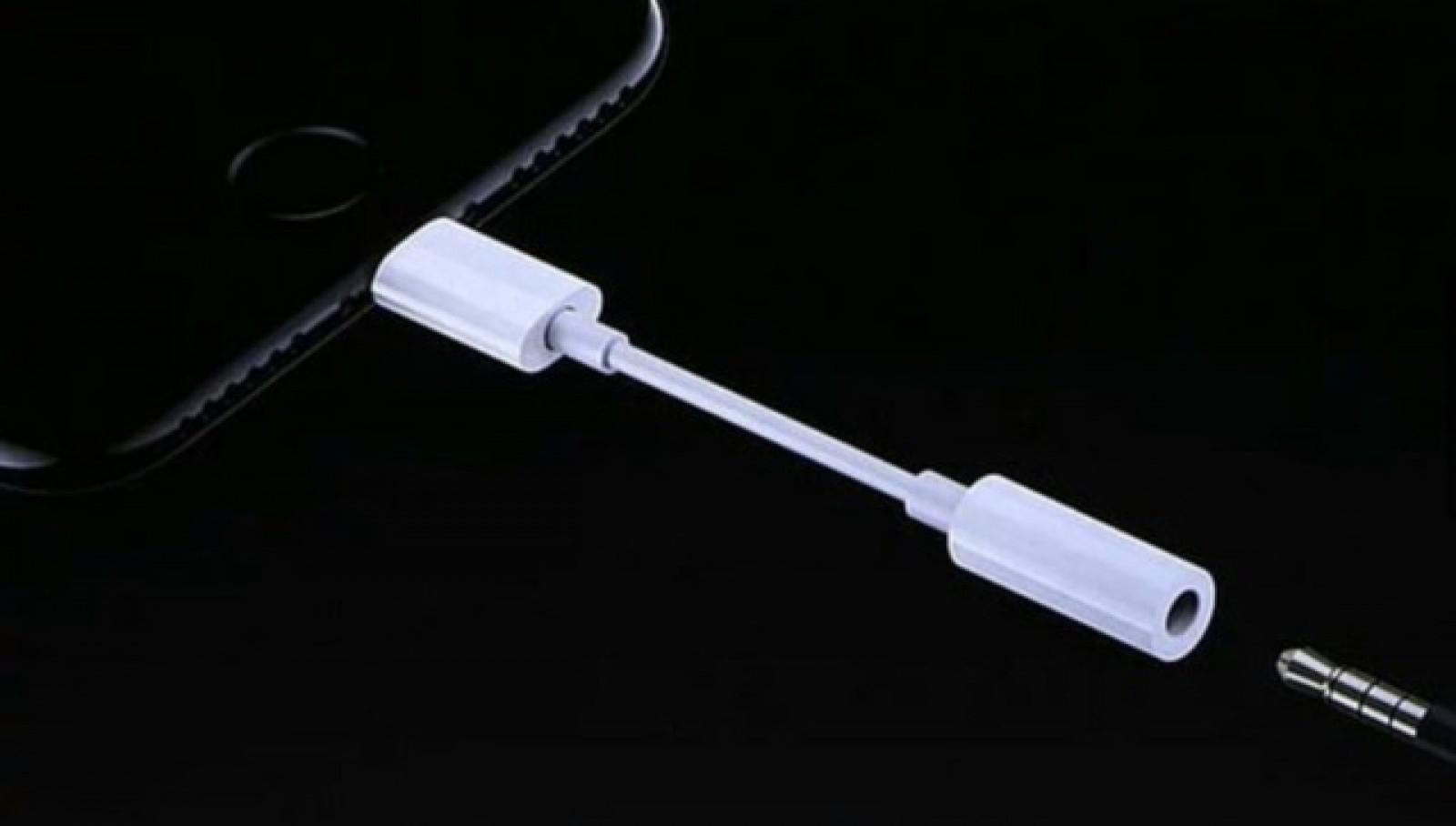 Apple renunţă la monopolul pe adaptoare pentru jack