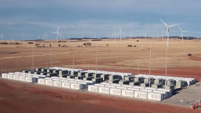 Australia: Cea mai mare baterie din lume, finanțată de Elon Musk, a început să furnizeze energie către 30 de mii de case