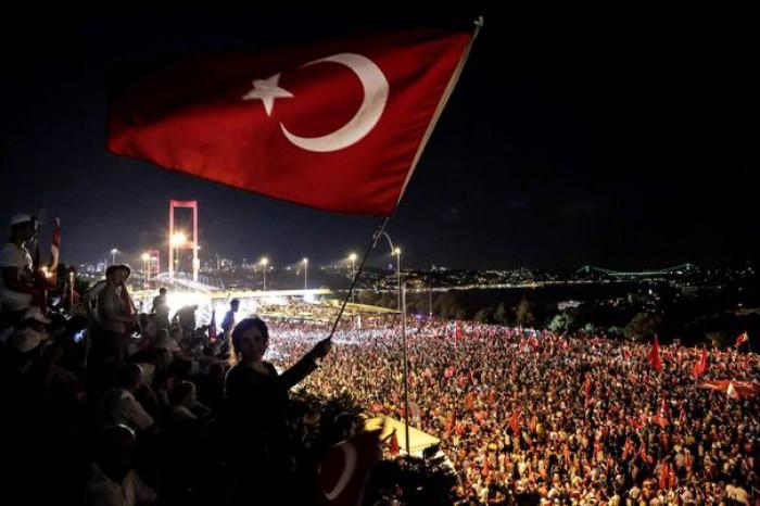 Turcia: Mandate de arestare pentru 133 de angajaţi guvernamentali, suspectaţi că ar fi implicaţi în tentativa eşuată de lovitură de stat din 2016