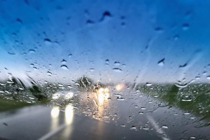 Avertizare meteorologică! Cod galben de ploi puternice și risc de inundații
