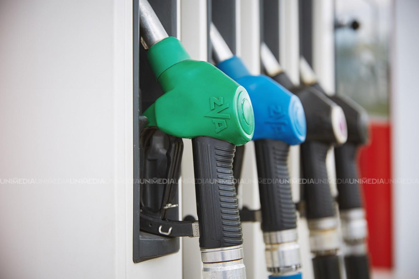 Benzina se scumpește iar motorina se ieftinește: ANRE a anunțat noile prețuri