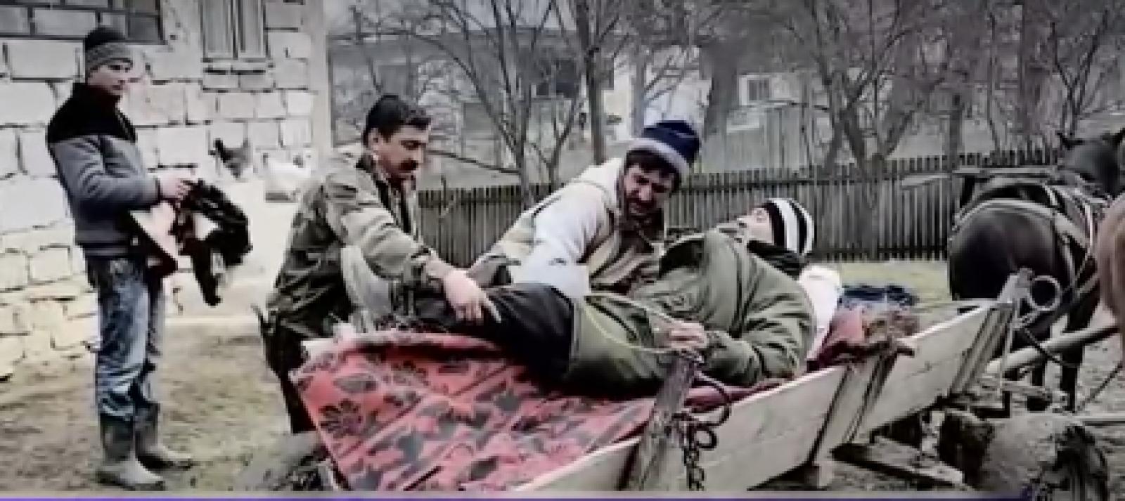 Bolnav dus cu căruța la spital: Chinul prin care trece un bărbat din Dâmbovița, săptămânal