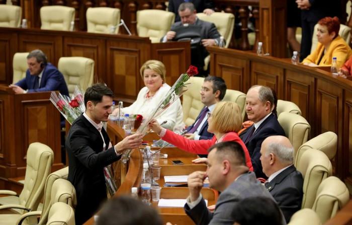 Cadourile deputaților și ale funcționarilor Parlamentului, în vizor: În termen de 5 zile de la primire vor trebui declarate