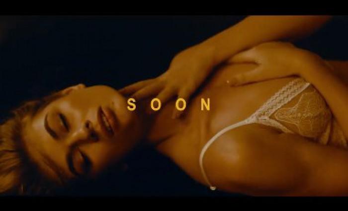 """Carla's Dreams pregătește o premieră. Imagini senzuale din noul videoclip """"Beretta"""""""