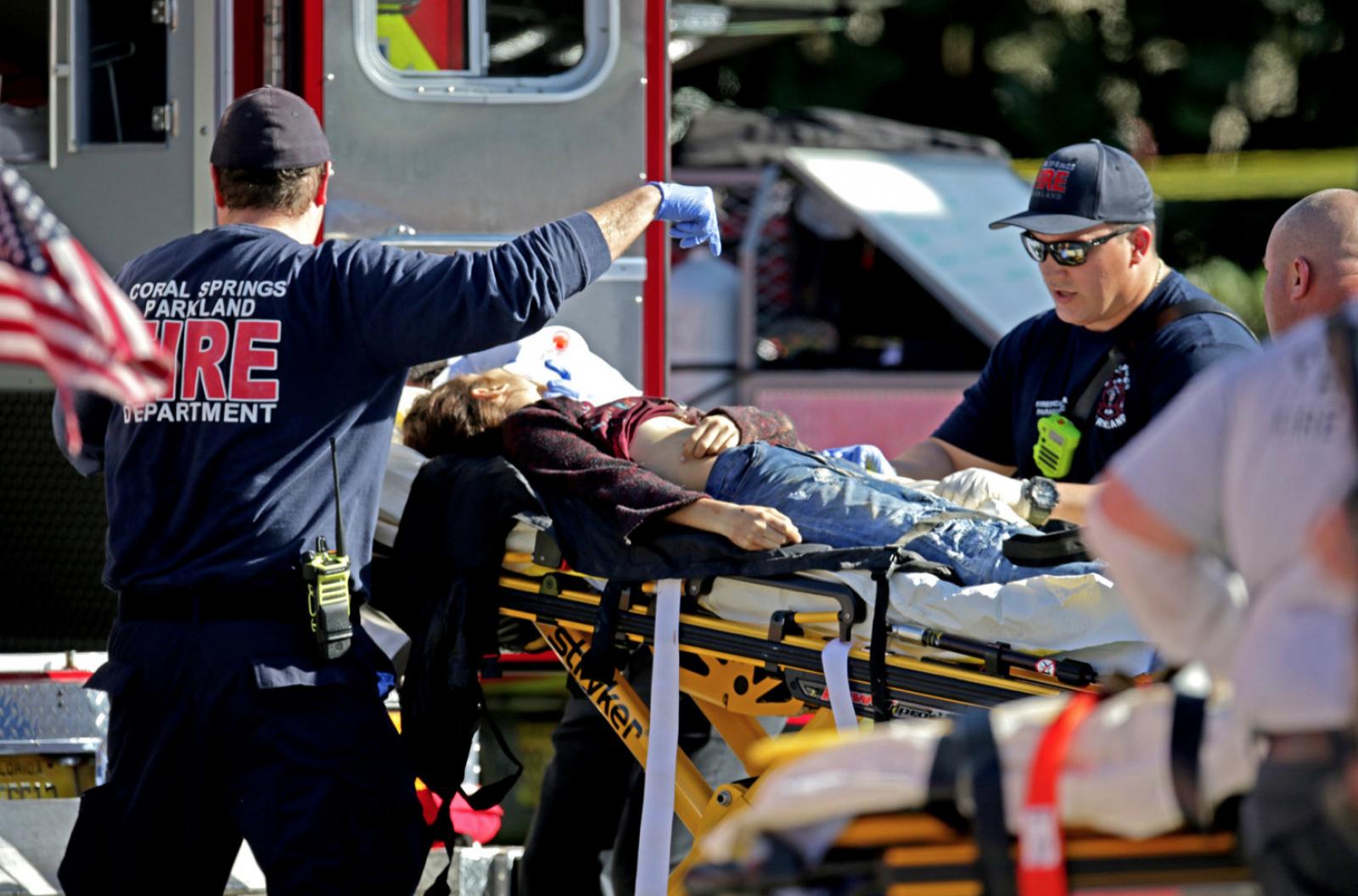 Carnagiu într-un liceu din Florida, SUA: Cel puțin 17 persoane, elevi și profesori au fost împușcați mortal