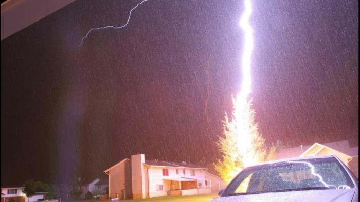 Caz fără precedent. În Estonia, o mașină electrică a fost avariată din cauza unui fulger
