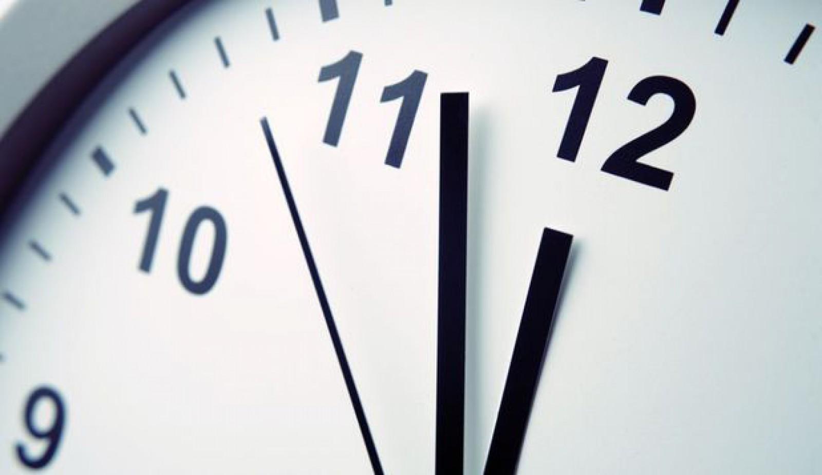 Ceasurile conectate la priză din Europa au rămas în urmă cu 6 minute din cauza Kosovo