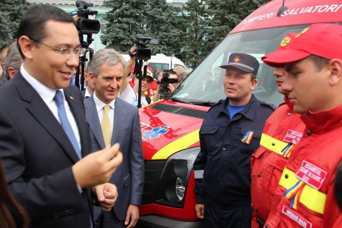 """Cinci ambulanţe moderne, în """"garajul"""" Centrului SMURD de la Bălţi"""