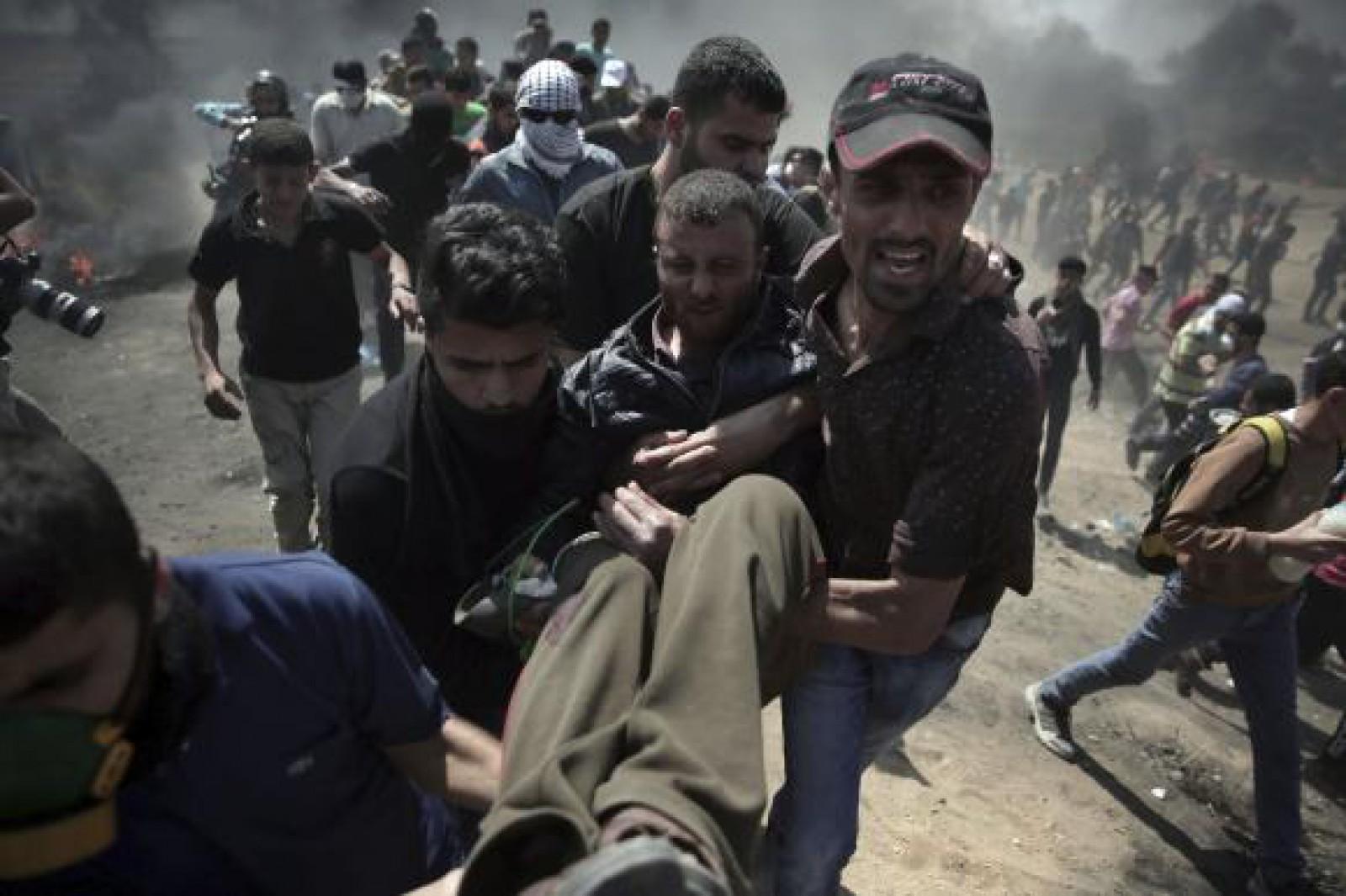 Ciocniri violente între protestatari şi soldaţii israelieni, în Fâşia Gaza. Cel puţin 37 de morţi