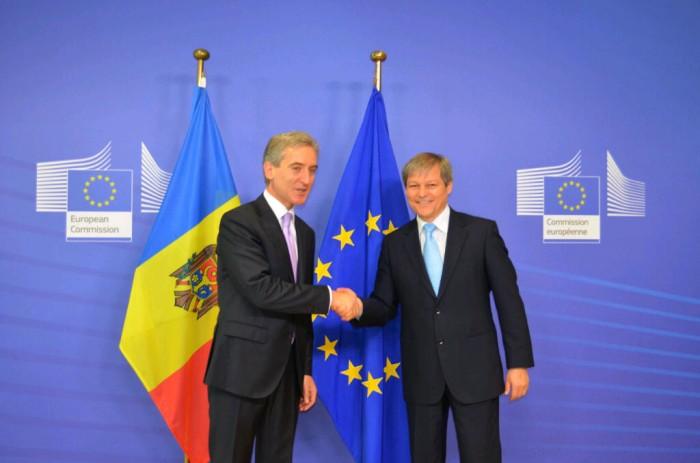 Cioloş: Dosarul liberalizării vizelor pentru moldoveni trebuie adoptat în 2014