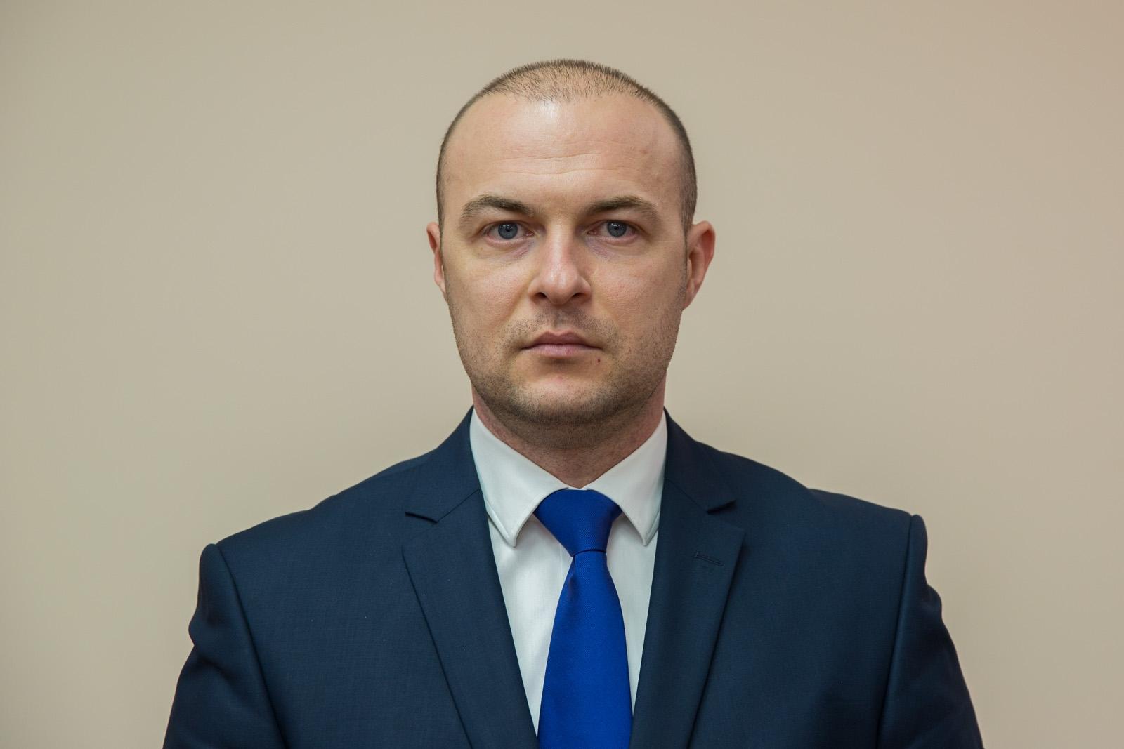 Consilierul premierului, Eremei Priseajniuc, i-a preluat atribuțiile de ales local în CMC lui Ruslan Codreanu