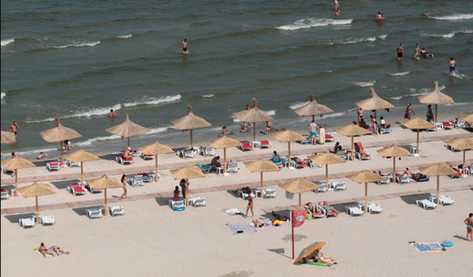 Constanța: Turiștii care aruncă gunoi pe plajă vor fi amendaţi. Sesizările vor fi făcute pe WhatsApp