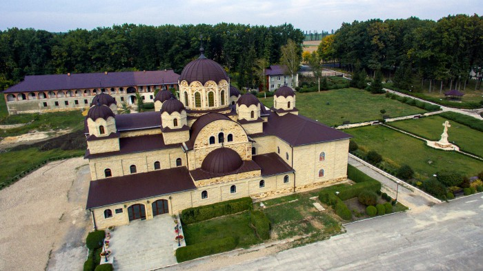 (foto/video) Se construiește clopotnița Mănăstirii din Zăbriceni: Reprezentanții lăcașului de cult solicită ajutor