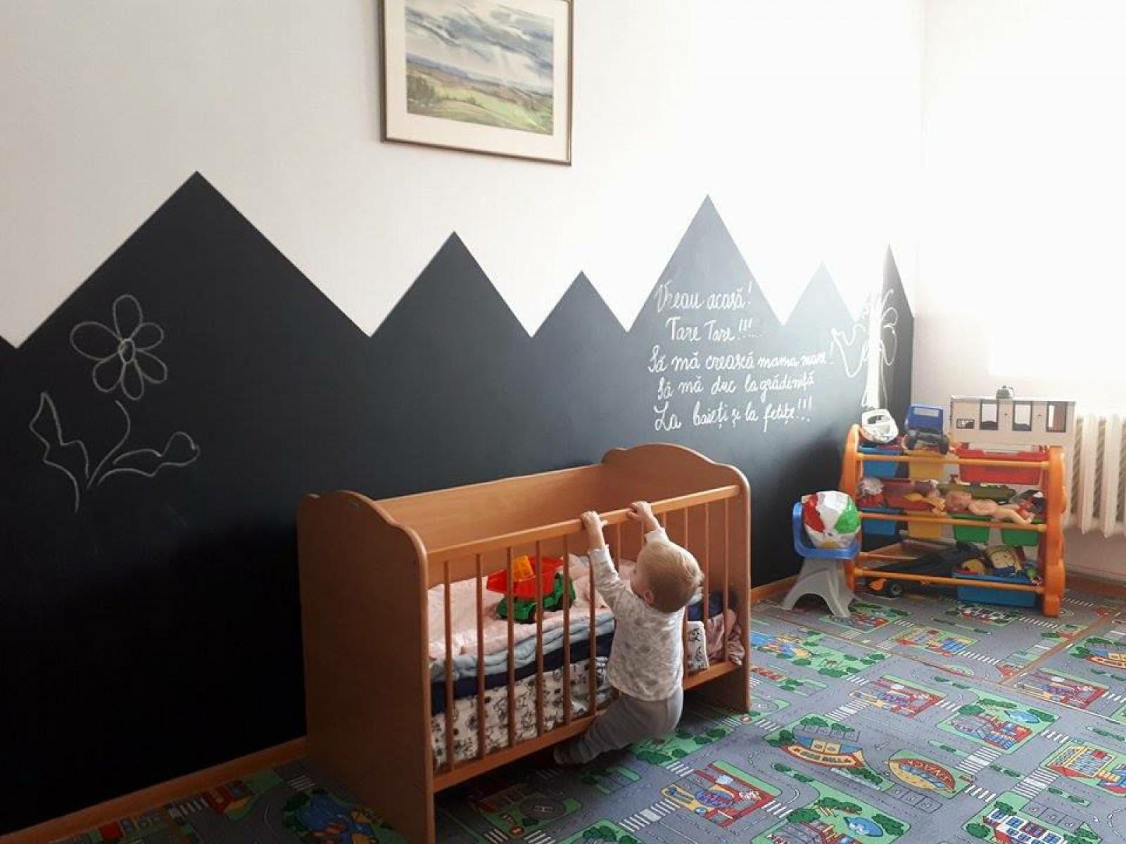 """""""Copiii din pușcărie, fără copilărie"""". Camera de joacă pentru copiii de la Rusca, transformată în dormitor pentru deținute"""