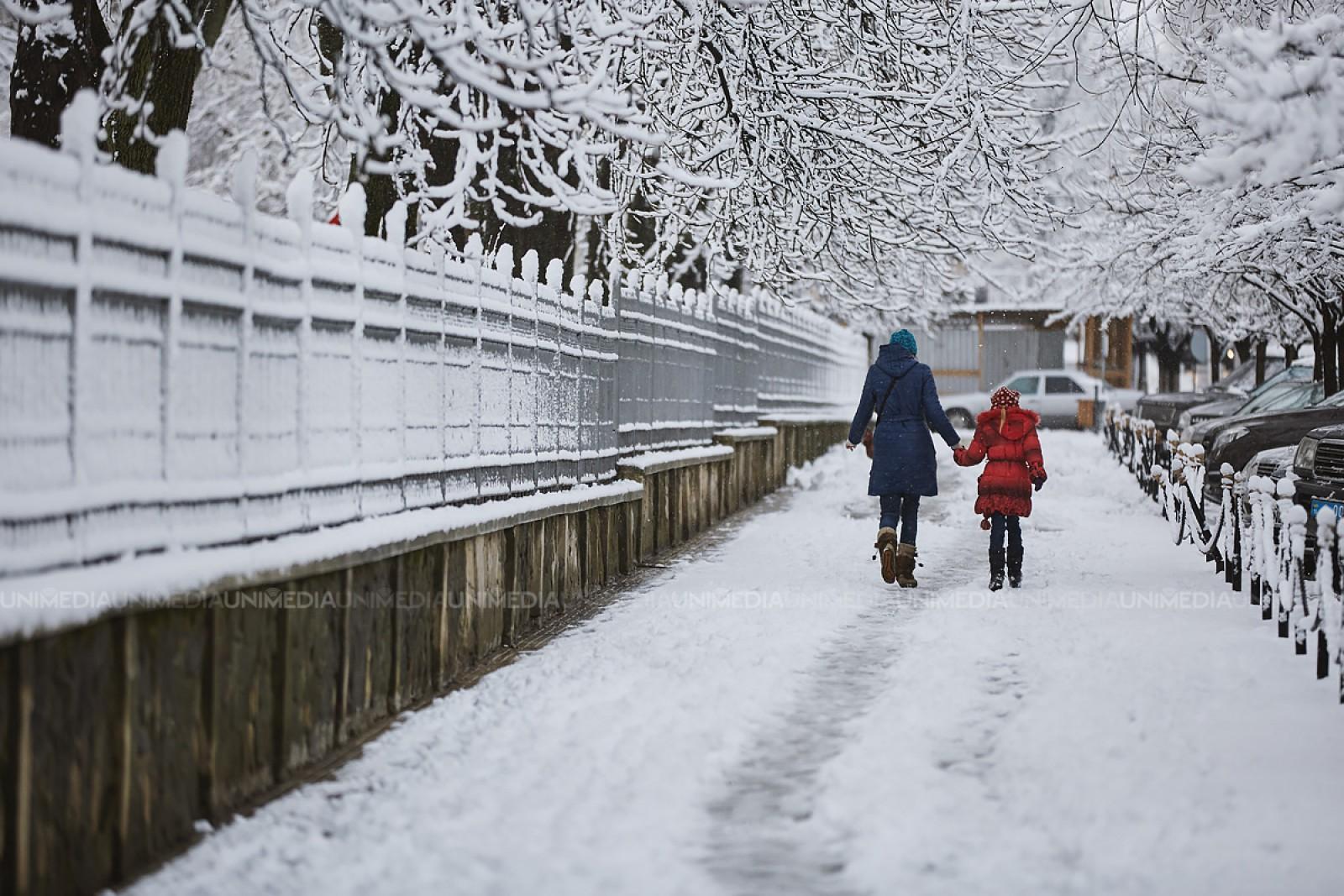 Copiii pot mânca zăpadă proaspăt căzută, arată un studiu realizat de cercetători ai Universităţii Sapientia