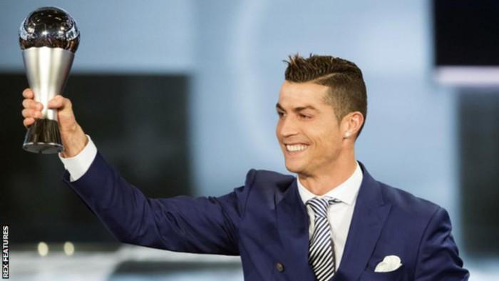 Cristiano Ronaldo a primit un nou trofeu individual! Portughezul a devenit pentru a patra oară fotbalistul anului
