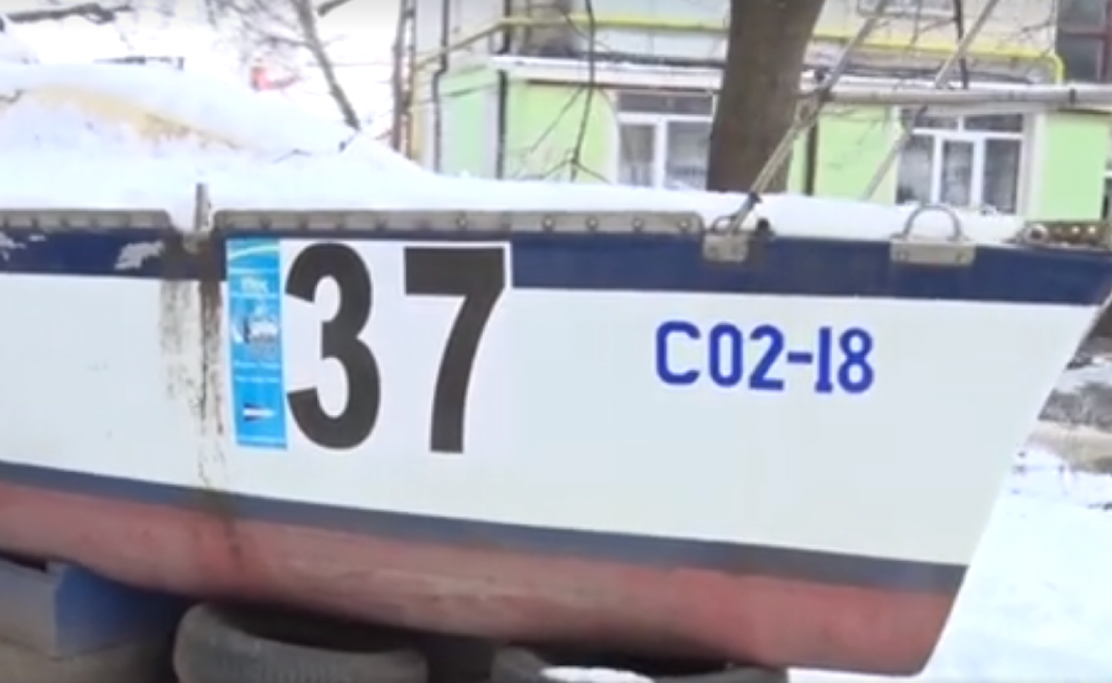 (video) Povestea unui iaht parcat în curtea unui bloc de locuit din capitală: A plecat din Odesa ca să ajungă în lacul de la Valea Morilor