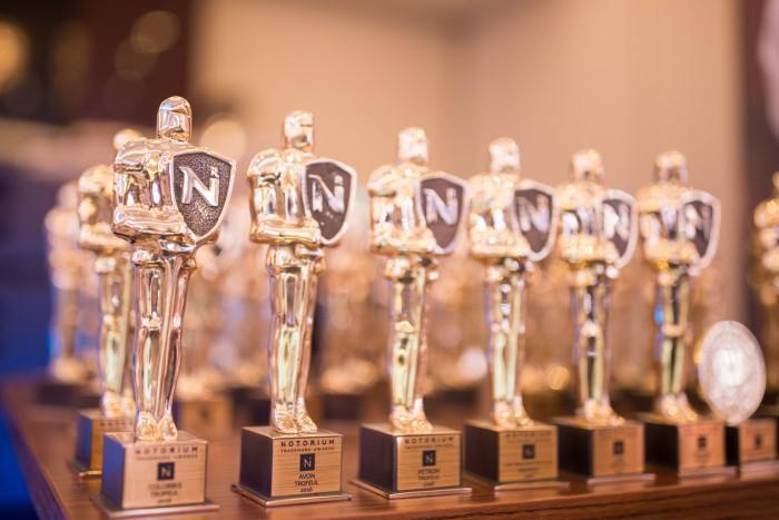 Cum se realizează trofeele pentru Concursul Mărcilor Recunoscute NOTORIUM