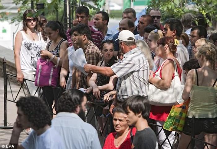 """Dailymail: 7000 de moldoveni s-au strecurat în Marea Britanie prin """"ușa din spate"""""""