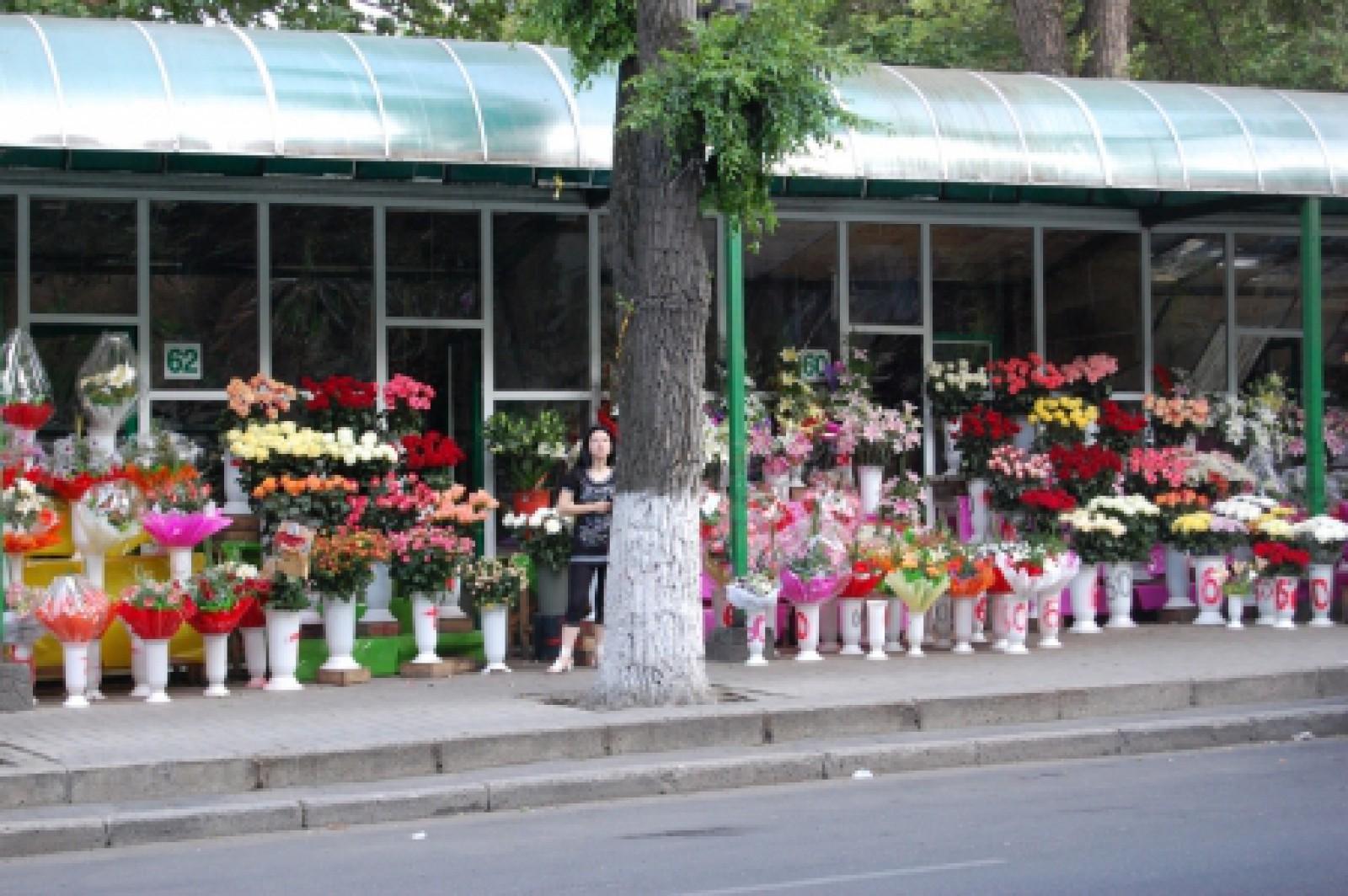 De unde provin trandafirii care se vând la piețele de flori din Moldova