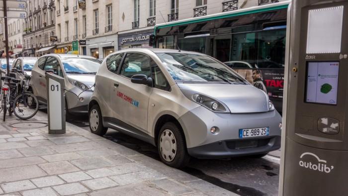 Decis prin lege: Din 2030, prin Paris vor circula, iar în Olanda vor fi vândute doar maşini electrice