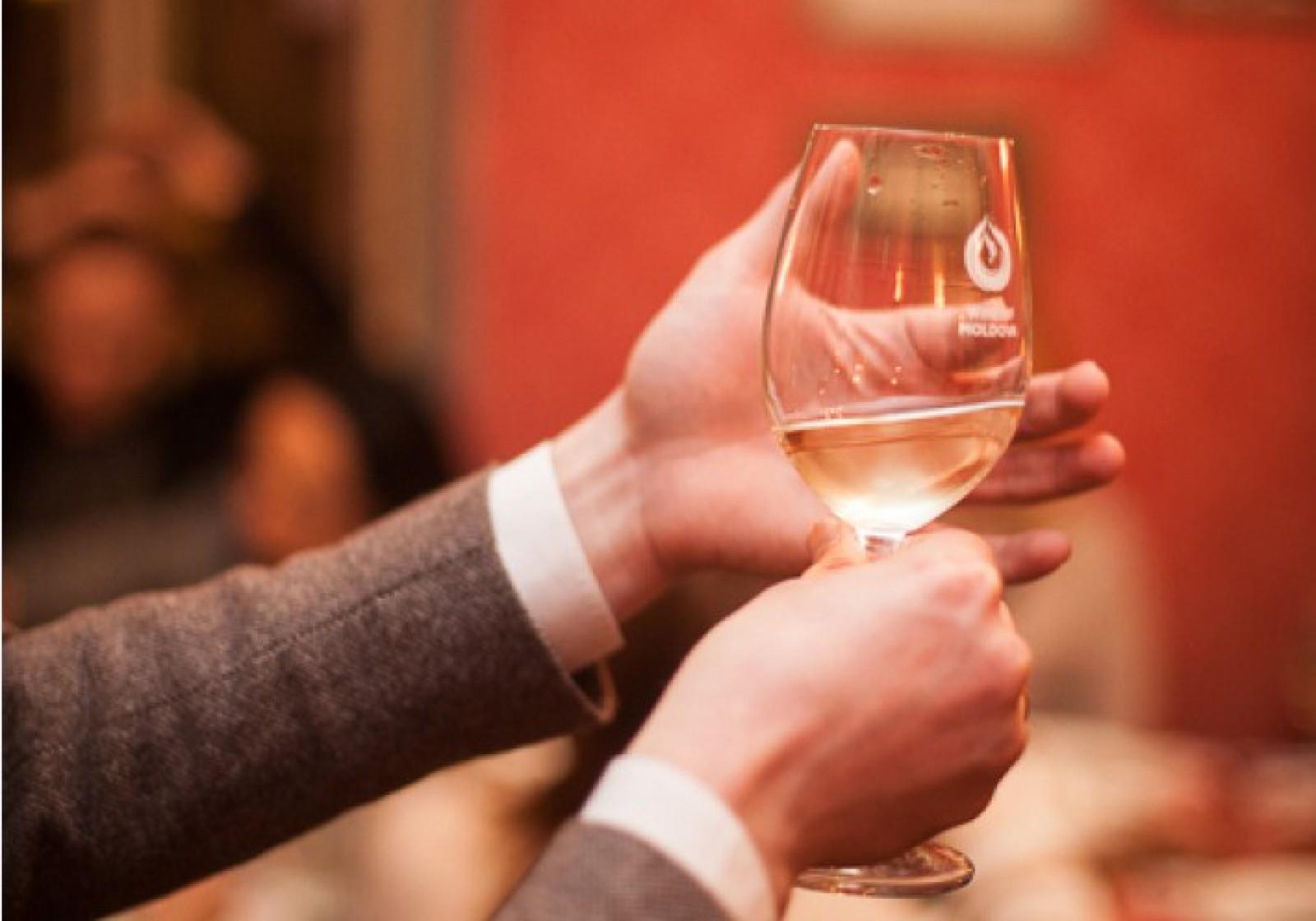 (infografic) Cum să alegi corect un vin și să faci asocierea culinară potrivită