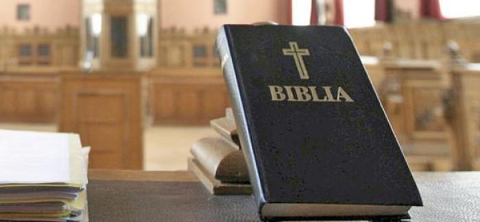 Descoperire: Un pasaj din biblie cu referire la femei ar fi fost scris mai târziu