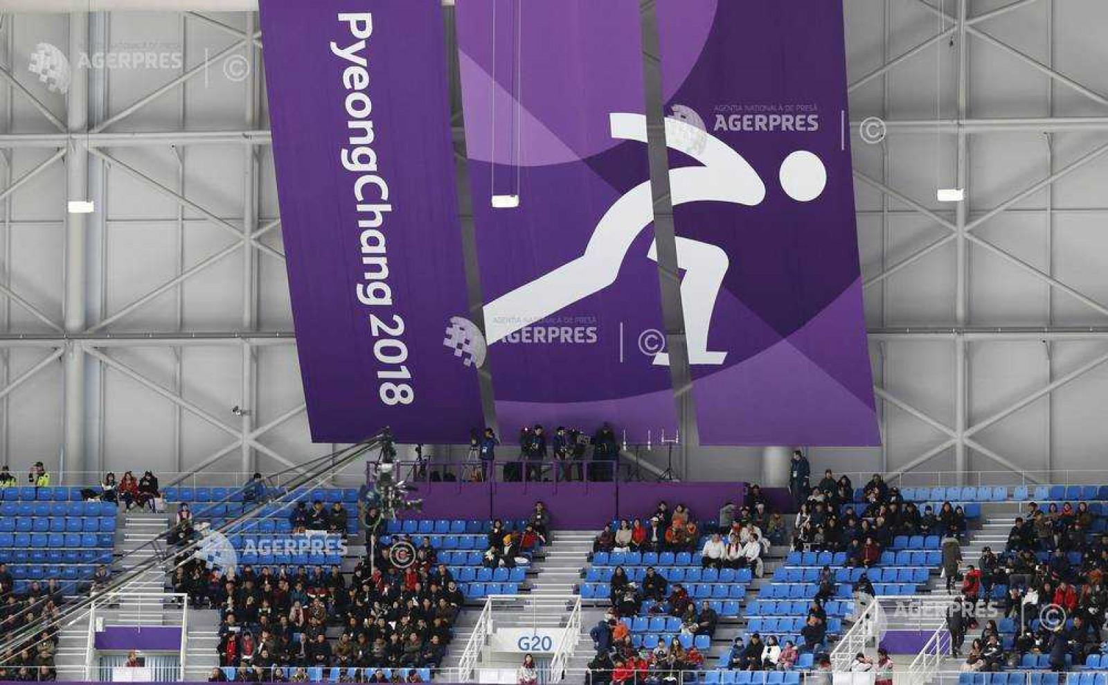 Din cauza vântului puternic mai mulți voluntari, jurnaliști și turiști au fost evacuați din zona olimpică din Gangneung