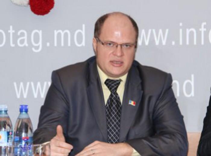 (doc) Consilierul municipal Oleg Onișcenco, reținut într-un dosar de corupție, și-a depus demisia