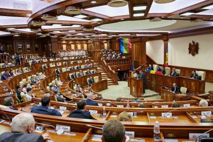 (doc) Deputații se întrunesc în ședințele Parlamentului începând cu 1 februarie