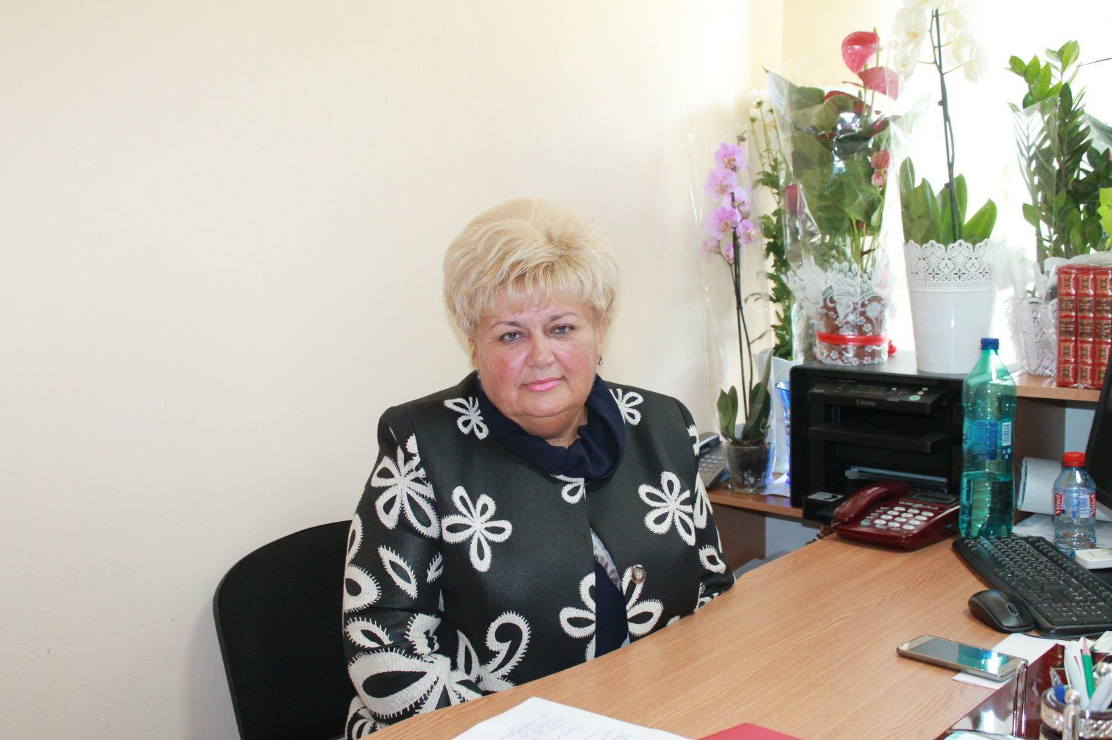 (doc) Fostă asistentă de deputat și consilieră în CMC. Cine este Reghina Apostolova, candidata lui Șor la funcția de primar al Chișinăului