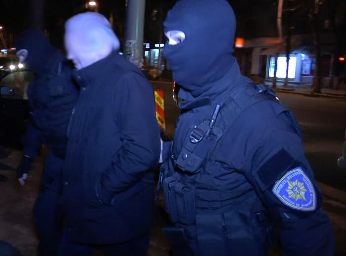(doc/foto) Ofițerii PCCOCS au publicat imagini de la reținerea ex-deputatului PD, Iurie Bolboceanu și o convorbire telefonică descifrată