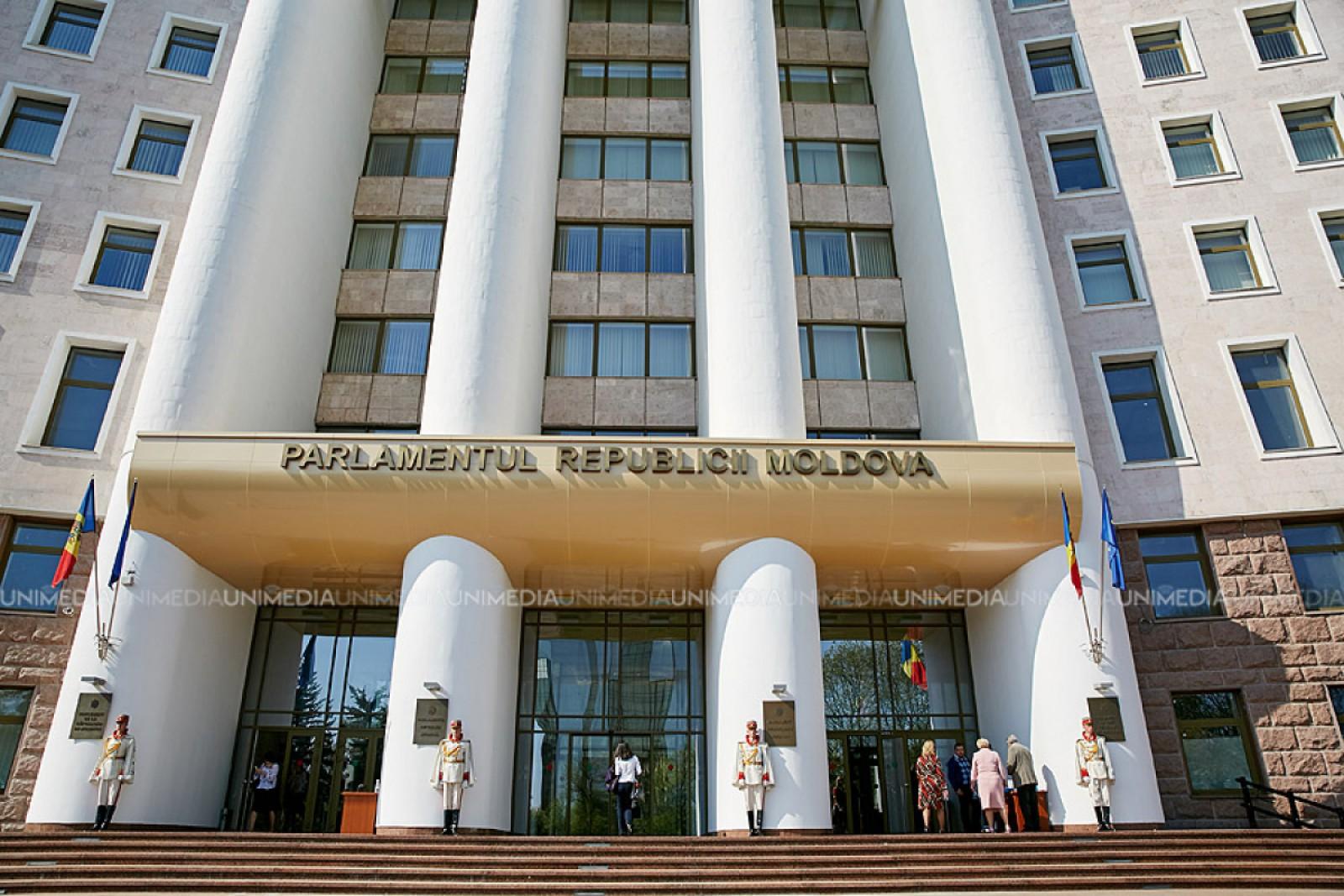 (doc) Parlamentul a aprobat declarația, prin care condamnă atacurile Federației Ruse asupra securității informaționale din RM