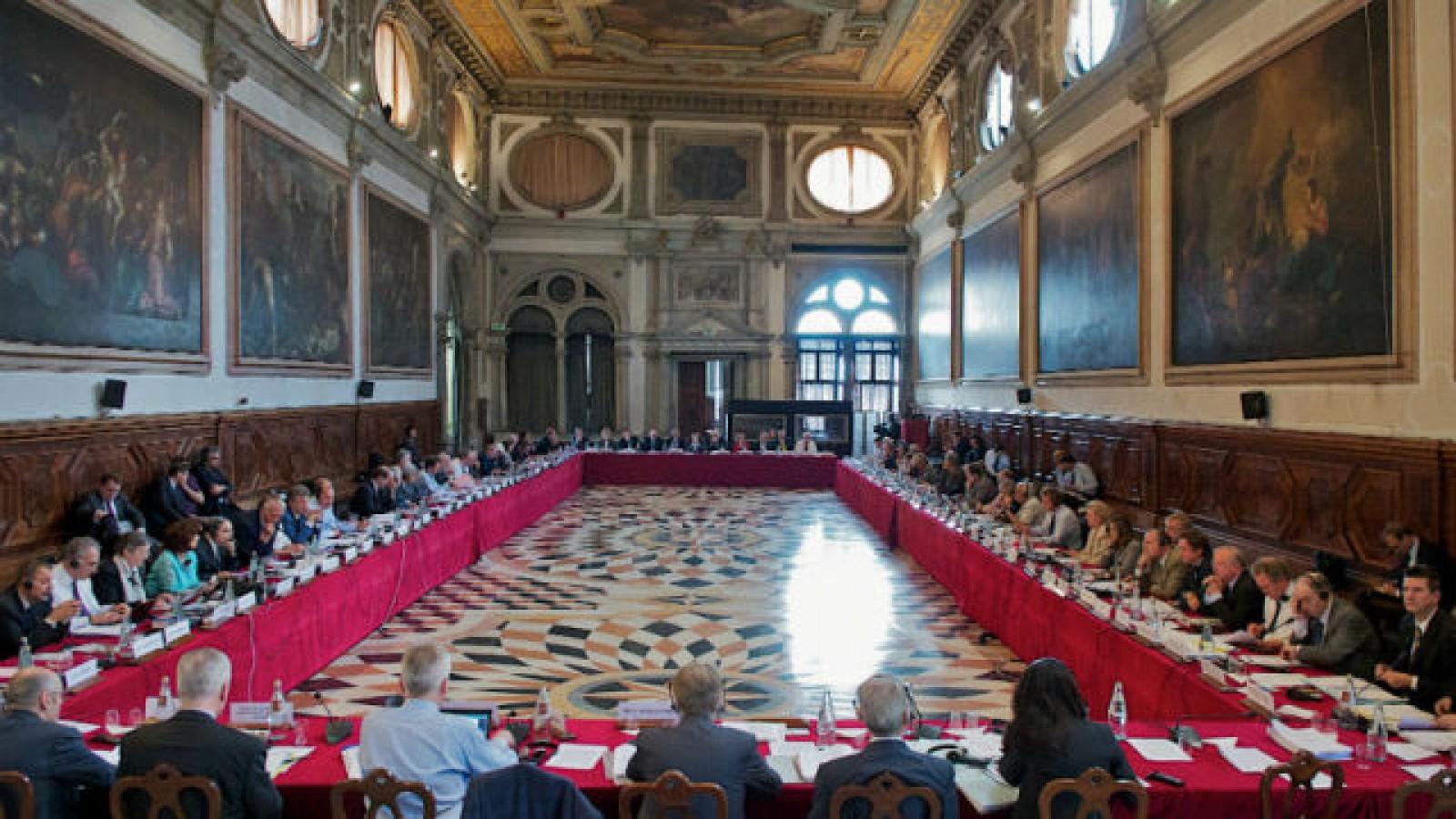 (doc) Un nou raport al Comisiei de la Veneția: Instituția rămâne pe poziția că sistemul electoral nu trebuia schimbat