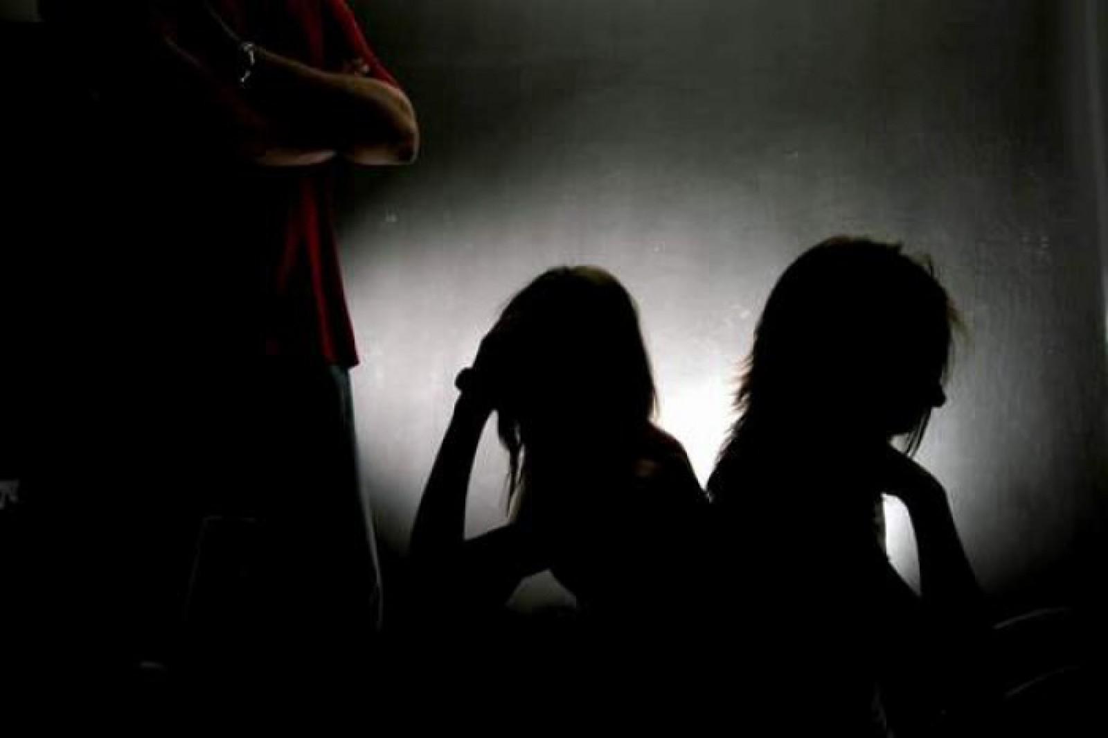 Două femei și trei bărbați, condamnați la ani grei de pușcărie: Recrutau tinere, printre care și minore, pentru practicarea prostituției