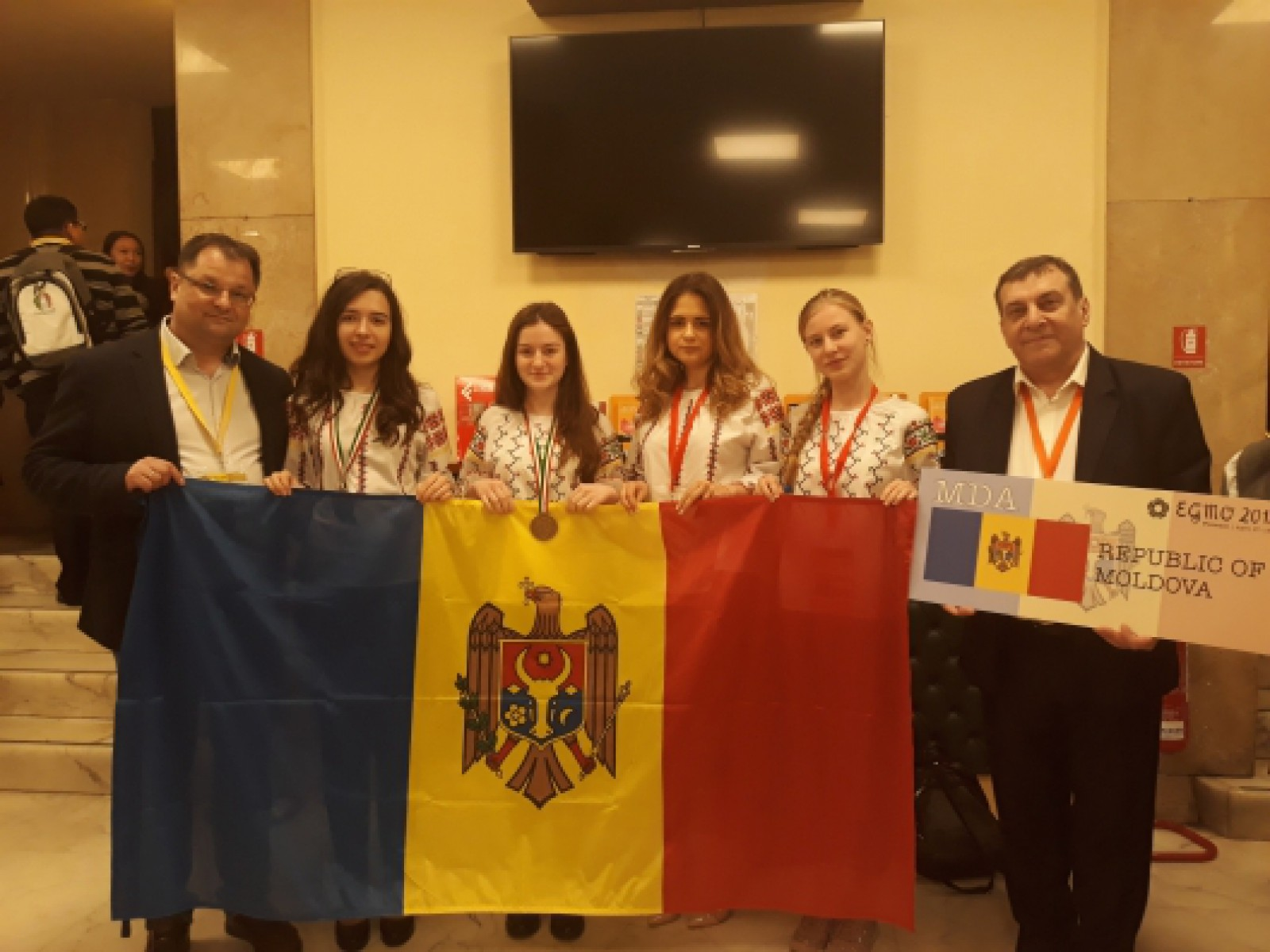 Elevele din Republica Moldova au adus acasă două medalii și o mențiune de la Olimpiada Europeană de Matematică pentru Fete